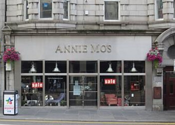 Annie Mo's