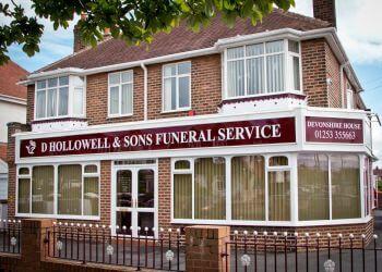 D Hollowell & Sons