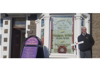 Lyndsay Ellis @ The Vale Funeral Service